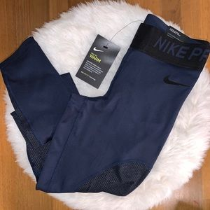 🆕NIKE Pro Warm Dri-Fit Leggings